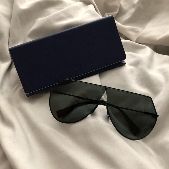 b9768ddb608 Fendi Accessories - Fendi Eyeline sunglasses